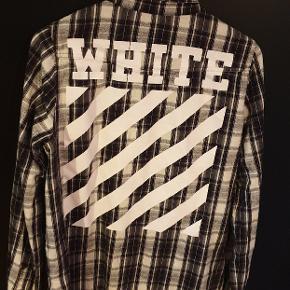 Sindsygt lækker skjorte fra ultra hypede off-white  Størrelse small fitter dog større