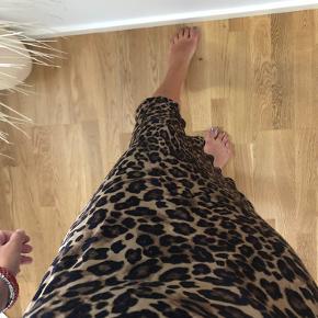 Fin silke nederdel med Leo print fra H&m