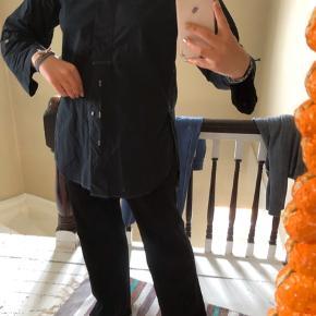 Sælger min find inwear skjorte både i sort og beige. Den sorte er blevet farvet med sort farve i vaskemaskinen :))