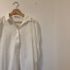 Fin bluse fra Saint Genies  Størrelse smal  Aldrig brugt  Skriv pb for mere info