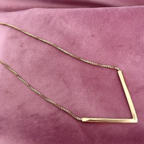 Gudesmuk guldbelagt geometrisk halskæde fra Pilgrim med emblem bagtil. Aldrig brugt! Kæden er 70cm