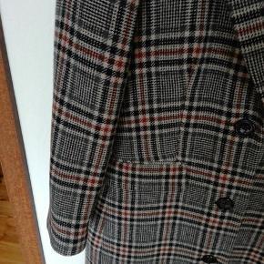 Frakker, jakker og veste. Spørg for pris OBS: sender ikke på billeder.