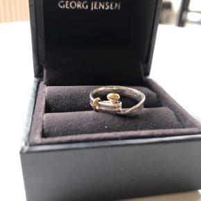 Flot Georg Jensen ring. Model Torun. Guld og sølv.  Str. 50.  Alt medfølger (2xbokse og kvitteringen)  BYD også gerne :)