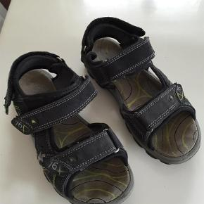Varetype: Sandaler Farve: Se billede Oprindelig købspris: 600 kr.  Super lækre sandaler som ikke er brugt ret meget.                                 Indv. mål er 22 cm                                Bytter ikke og prisen er fast