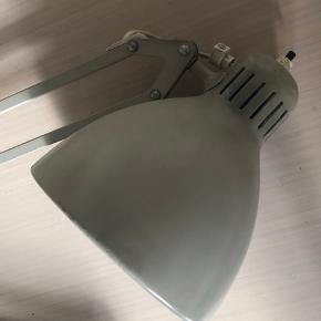 Super fin grå arkitektlampe