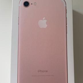 128gb købt på Manhatten Grand central Apple store juli 2017. Den har ridser, flænge på forsiden, flænge på bagkamara( kameraet virker stadig). Gratis cover medfølger, ingen høretelefoner eller oplader