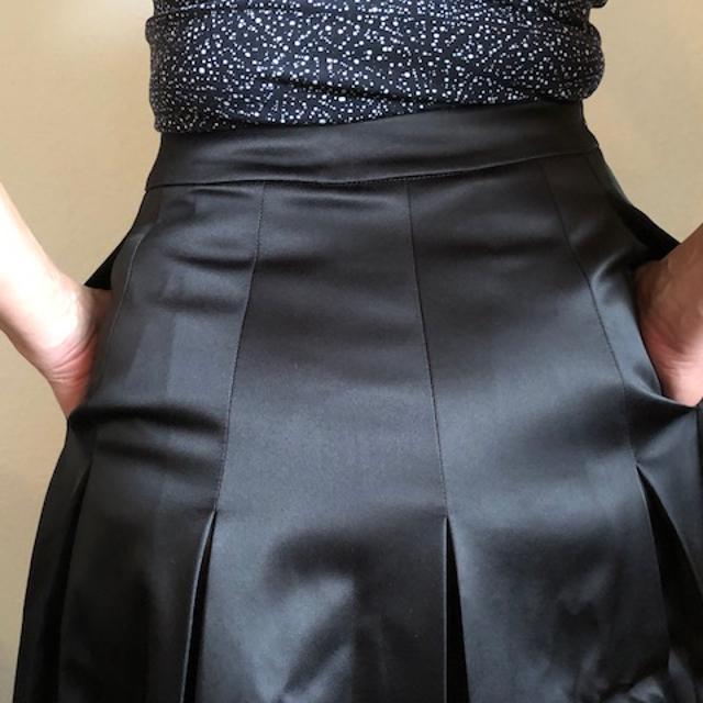 Plisseret nederdel med sving i til hverdag og fest
