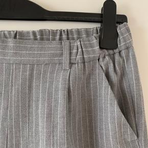 Højtaljede bukser med elastik i livet Bytter ikke