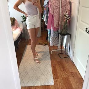 Hvide shorts fra weekday🤍