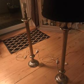 2 skønne franske lamper på 80cm. Den ene har desværre haft ledningen i klemme, så skal afkortes eller skiftes. Sælges samlet