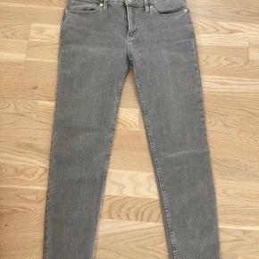 Velsiddende slim jeans med 7/8 længde.