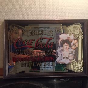 Cola spejl med motiv L: 33 cm. B: 25 cm.  Ses ikke mange steder.