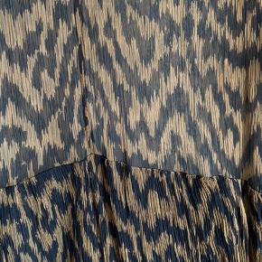 Kjole fra Ganni. Kom gerne med bud :)
