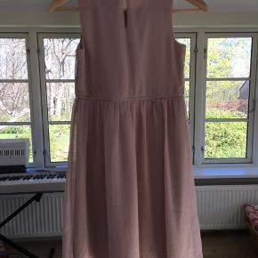 Flot kjole som er aldrig brugt🌸