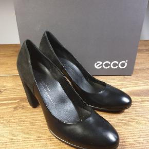 Flotte Ecco sko med hæl. Kun brugt en enkelt gang. Super behagelige!