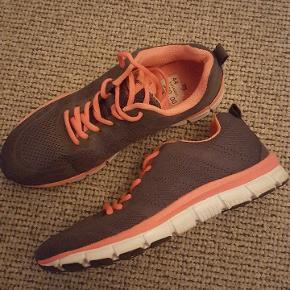 Sneakers, Næsten som ny. Haderslev - Polecat Grå/pink. Sneakers, Haderslev. Næsten som ny, Brugt og vasket et par gange men uden mærker eller skader
