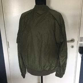 🍂🍁Never worn, XL classic bomber style jacket. Lightly padded, perfect for autumn season