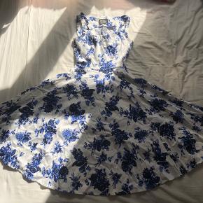 Hearts & Roses kjole