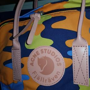 Helt ny Fjällräven x Acne Studios backpack, aldrig brugt. Kvittering haves, alt medfølger, stadig i æske med plastik på.