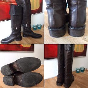 Super fede Apair støvler i rigtig flot stand, brugt ganske få gange.  OBS: de er lidt store i størrelsen.