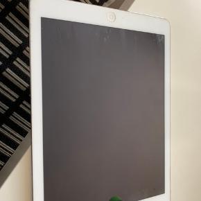 Ipad air 2, virker som den skal, få brugs ridser, dog ikke på skærmen  Kvittering kan ikke lige findes men den er original Cover medfølger   OBS der er ikke simkort i