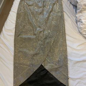 Glimmer nederdel aldrig brugt! Perfekt til fester (fx nytår)
