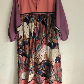Flot vintage kjole. 280 pp
