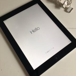 iPad 2 16GB + oplader 600kr  *Den virker som den skal. Klar til afhentning eller kan sendes (køber betaler portoen; sender med DAO)