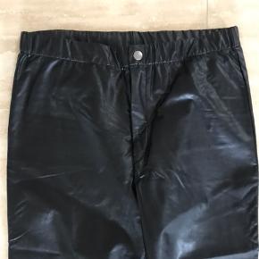 Cool fake faux læder /skind leggings / bukser fra Isabel Marant. Brugt få gange.  Se mine andre annoncer!