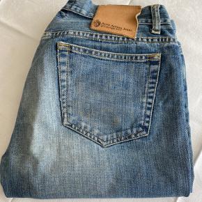Jeans klassisk model Mærket er gået fra foroven, se sidste foto Størrelse: 31/34 Ingen huller
