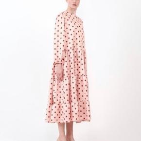 Vildt fin kjole fra det græske mærke Milkwhite. Fejler intet. Nypris ca 1250 kr. Sendes med DAO for 36 kr. #trendsalesfund
