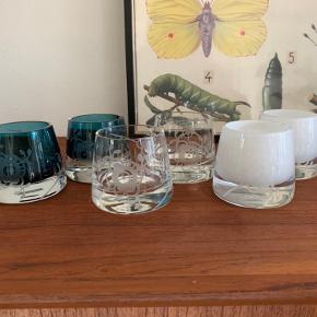 3 sæt fyrfadsstager i mega mussel fra Royal Copenhagen .  Klar glas , hvidt glas og blå glas .  Der er ingen skår el lign i og står stort set som nye .   Pris pr sæt 700 kr plus porto med Dao .