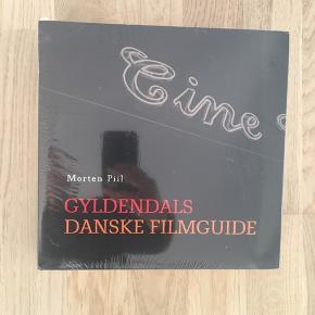 Gyldendals Danske Filmguide. Helt ny stadig i plast. Udsolgt fra forlaget, nypris 349kr. Sendes på købers regning.