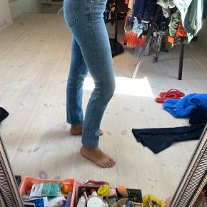 Mega cool levis jeans str. 25