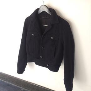 Acne jakke i uld str 38,lidt lille