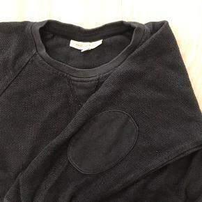 Slidt look - lækker sweatshirt. Str 5y Farven er gråsort