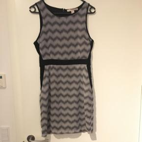 Sælger min smukke kjole, Da jeg ikke kan passe den længere.  Brand: Forever 21.