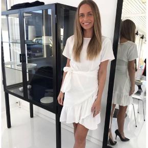 Agnes kjole fra BYIC str M Brugt en gang  Nypris 450kr Mp 300kr
