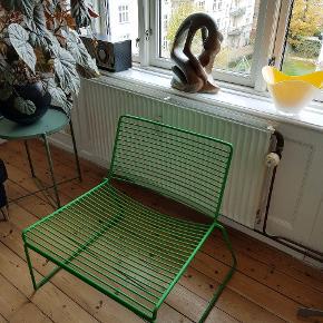 LOUNGE HAY STOL. Sælger 1 stk super fed grøn.  Hee loumgestolen fra HAY er designet af Hee Welling. Den er i elektro-galvaniseret metal.  B: 72cm D: 67cm  H: 37/67cm   Se de andre ting, som jeg har til salg.