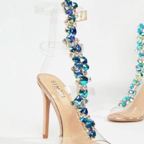 Sælger min flotte diamond stiletter. Str. 40 men kan KUN passes af en 37-38 da de er små i str. Prisen er fast