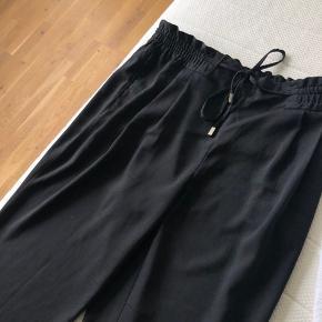 Sorte bukser fra Zara Fejler intet Køber betaler fragt (37 kr.) Kan ellers afhentes i Odense eller Kolding