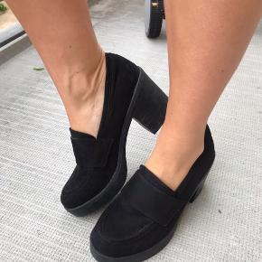 Asos loafers med blokhæl. Super nemme og behalige at gå i. Brugt 1-2 gange.