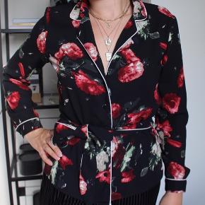 Super flot skjorte med blomster