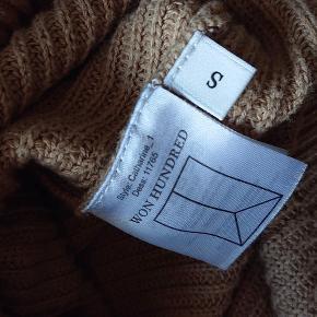 Super lækker sweater/bluse fra Won Hundred i en lækker khaki farve. Byd gerne. Str. S. Afhentes i eller omkring Holstebro eller sendes med dao 🌸