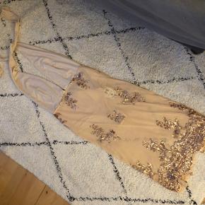 Smuk kjole, ukendt mærke 🌸 Str. S, kan også passes af XS🌸 Sælges da den er for gennemsigtig til min smag🌸