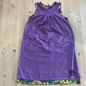 Fin kjole med stretch, sparsomt brugt, derfor pæn stand.