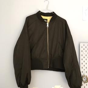 Cropped bomber-jakke