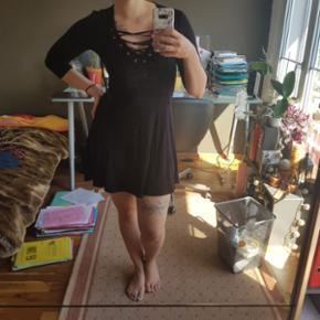 Kleid mit Schnürung von Tally Weijl in Grösse S. Nie getragen :)