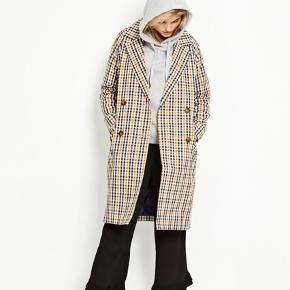 Fin frakke fra Envii. Brugt få gange og fremstår i rigtig pæn stand. Bytter ikke. Str. S.