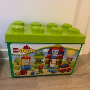 Tom LEGO kasseSmid et bud